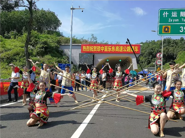 """海南万宁至洋浦高速公路等""""两路一桥""""工程进展顺利_2"""