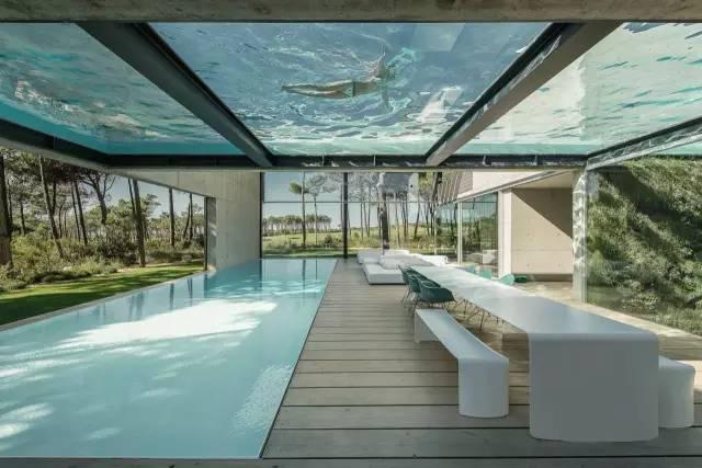把屋顶设计成空中泳池,只有鬼才,才敢如此设计!_4