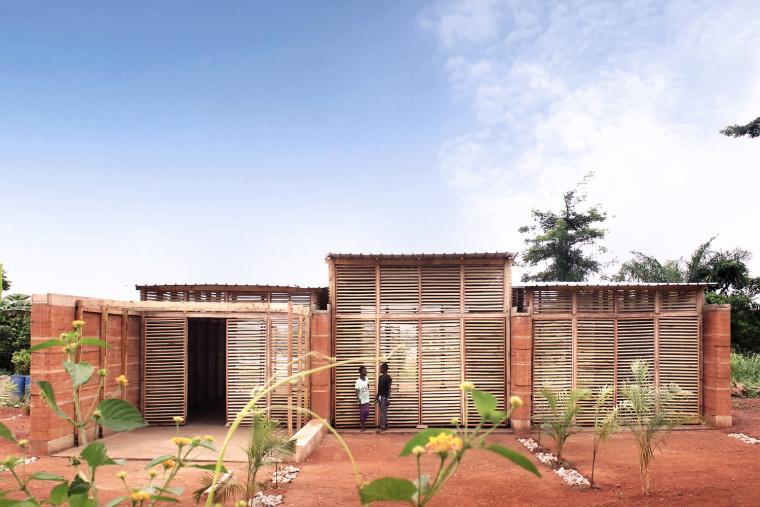 加纳60天纯手工建造的学校