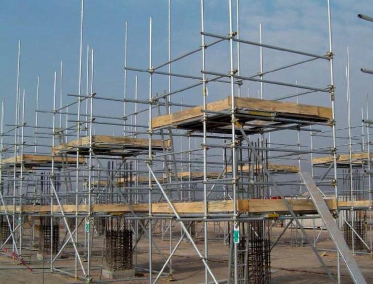 房建及隧道工程安全文明标准化工地建设实施手册(word,85页)-后浇带模板支撑架体钢管均刷黄漆