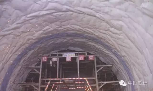 隧道施工的未来:机械化PK人海战术!_10
