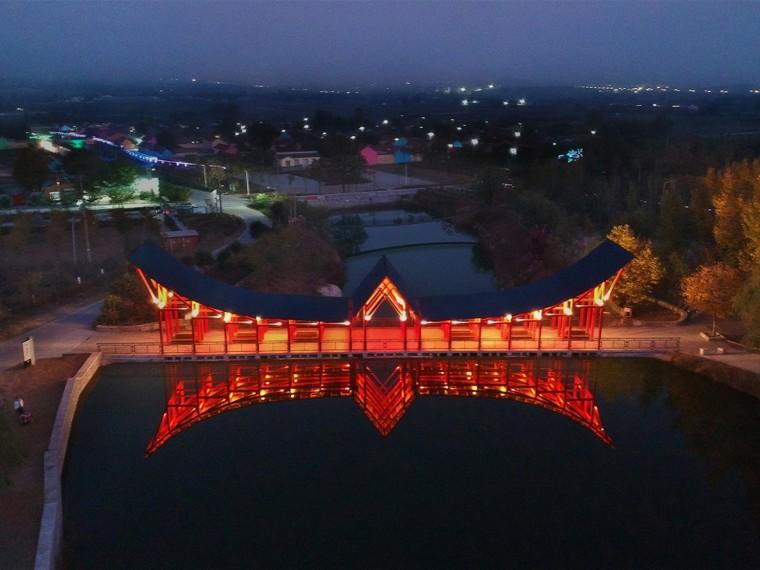 淄博山头村凤凰山山门与舞台景观