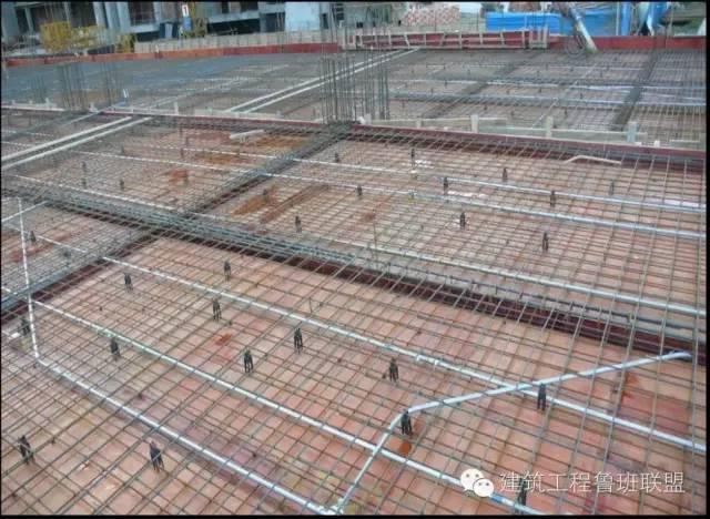 设置马镫的楼板保护层控制施工工艺