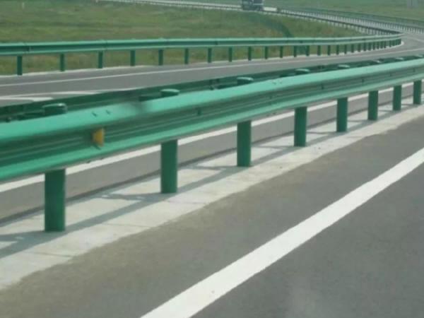 浅析高速公路防撞护栏施工