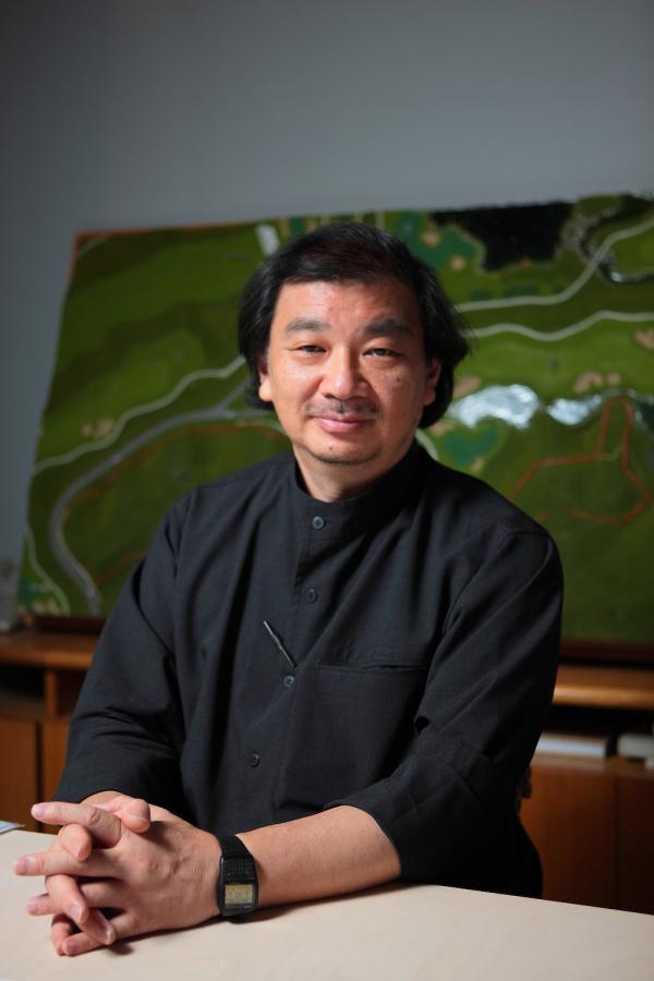 日本建筑师坂茂:醉心于灾后临时建筑项目,其实那意味着永久