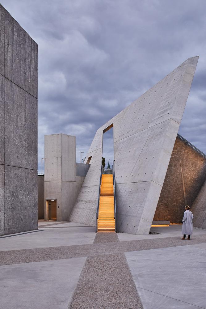 加拿大国家大屠杀纪念碑-16