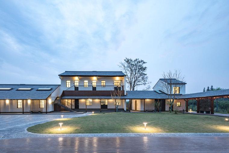 改造 / 屋顶是建筑永恒的话题——崇明岛侯家镇文化活动中心
