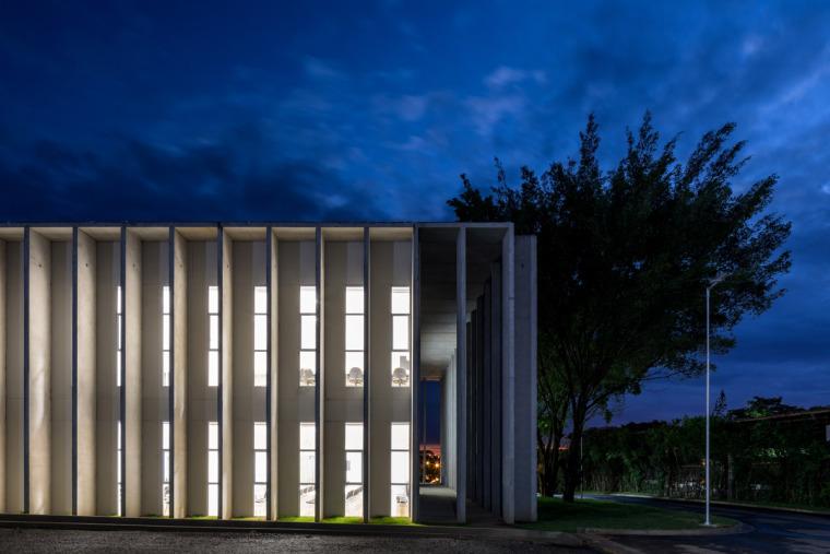 巴西安汉比莫隆比大学新建筑-9