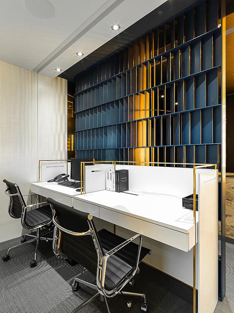 运用LED光箱组成的办公室室内实景图 (3)