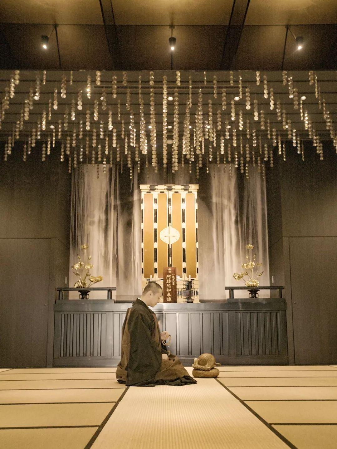 他在闹市中建了一个寺庙,用水晶做围墙,斩获设计大奖_11