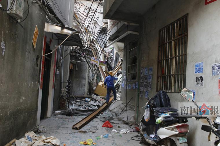 后续报道:楼房坍塌,将对事发民房排险加固