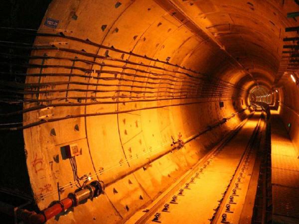 城市地铁工程渗漏水原因分析与对策