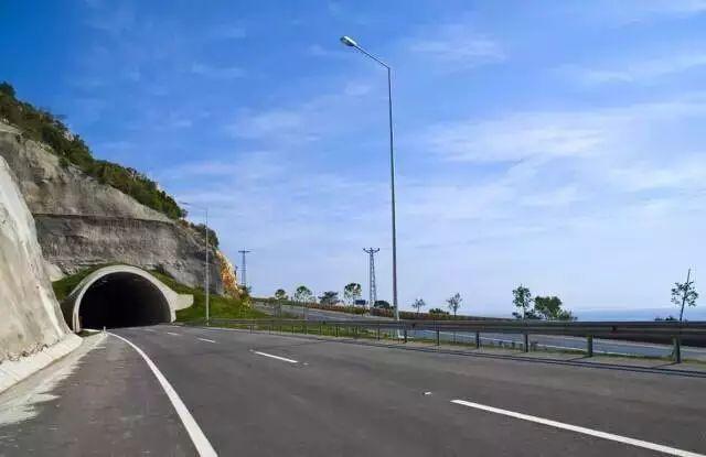 中美公路设计理念上的差异