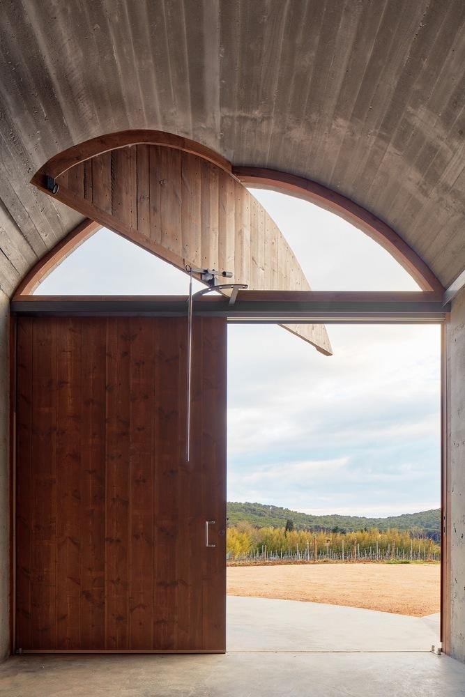 西班牙双曲线拱门形式Mont-Ras酒庄内部实景图 (5)
