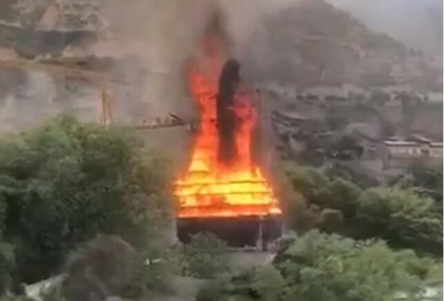 [兰州]龙恩寺在建大佛工地起火,暂无人员伤亡