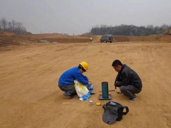灌砂法检测路基压实度