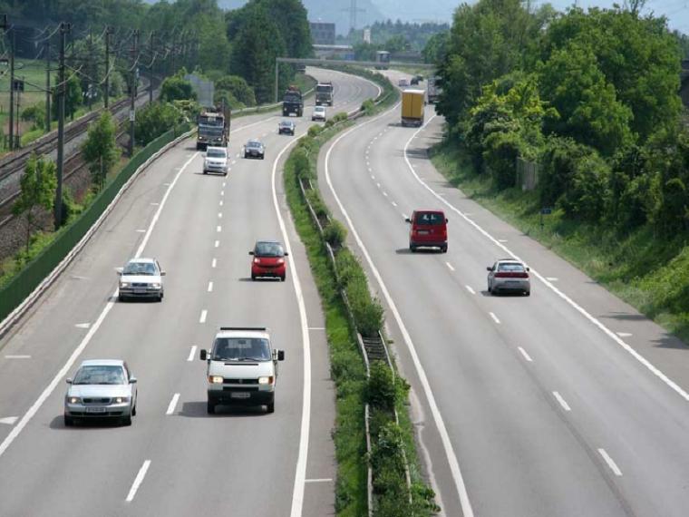 Infraworks地形修改资料下载-国道改扩建工程(地形图测绘、中桩敷设、横断面测量)专业设计书