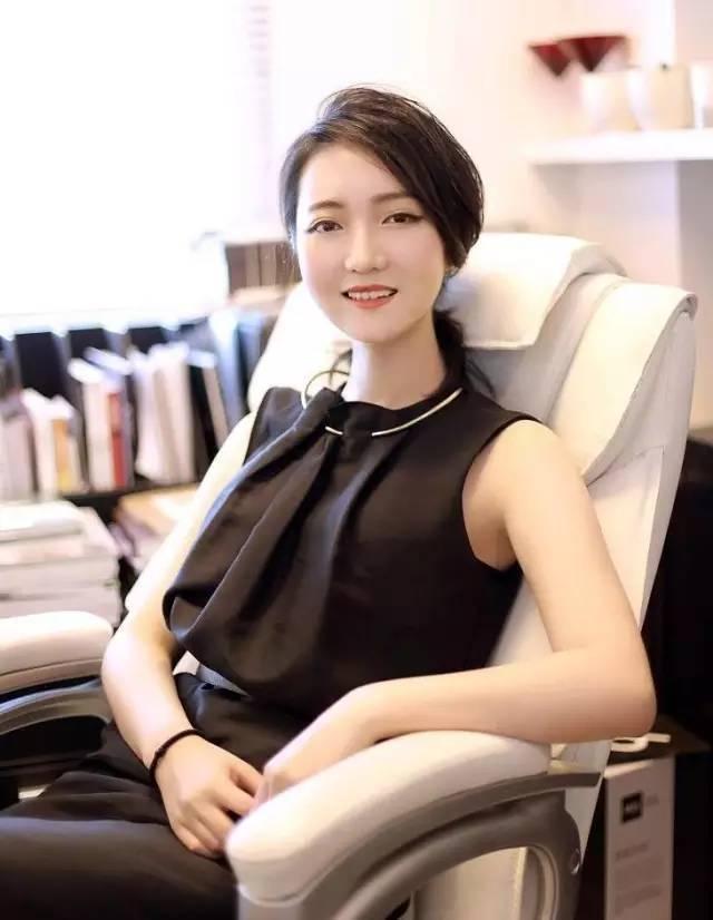 """她是设计师,因最美书店""""钟书阁""""走红于网络。美在她的每个作品"""