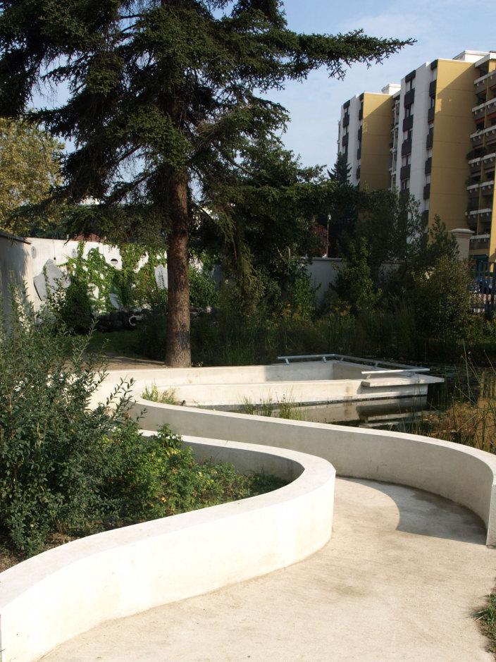 住宅区中的私人花园景观实景图 (2)
