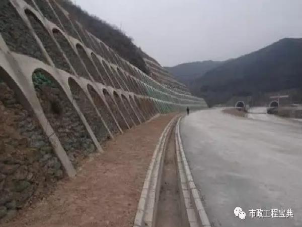某高速公路路基边沟施工方案!