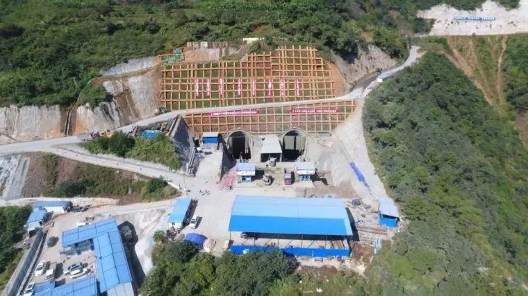 世界最大跨径山区悬索桥完成隧道锚开挖!_1