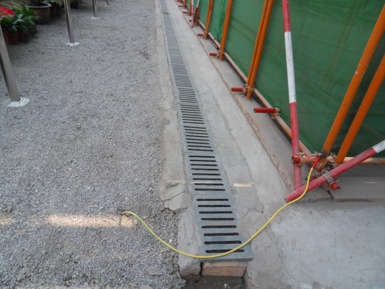 [河北]建筑集团土建工程施工安全质量标准化图集(123页,图文并茂)-脚手架防雷接地实例图