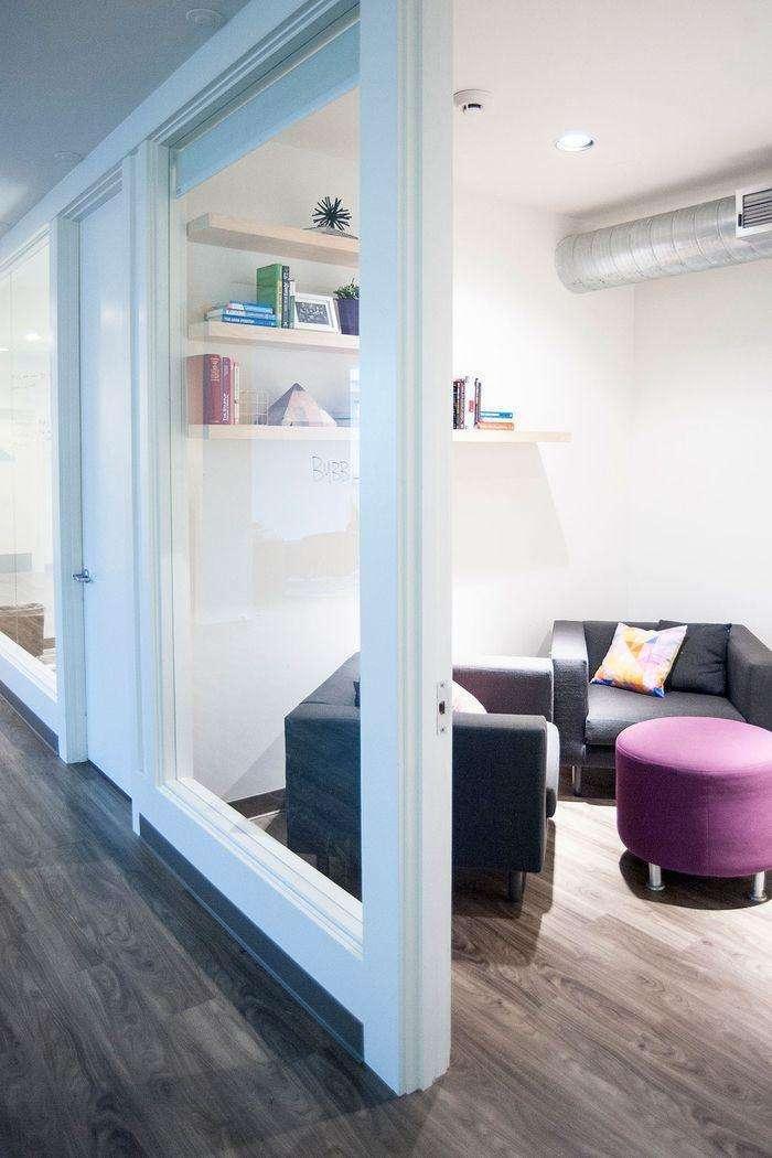 合肥办公室装修设计,赋予这个高挑的空间生命力和温暖感_5