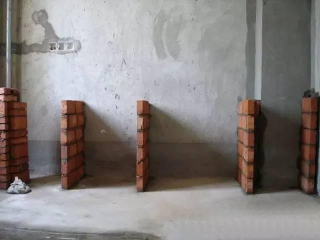 这么漂亮的橱柜是砖和水泥砌筑的,效果杠杠的!