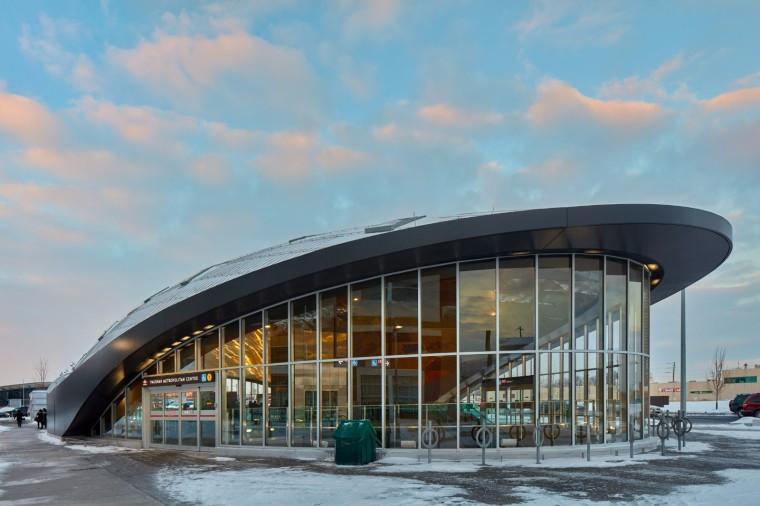 弧形镜面天花板内的地铁站-3