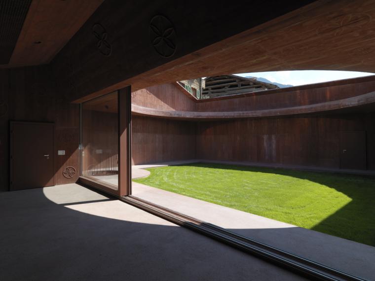 瑞士谷仓中的冥想建筑-4