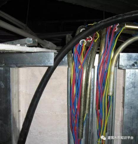建筑电气工程施工质量通病和解决方法(现场施工图片解说)_24