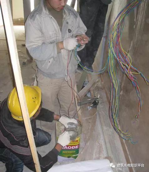 建筑电气工程施工质量通病和解决方法(现场施工图片解说)_14