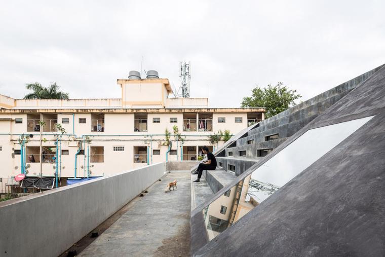 泰国设有阶梯式屋顶露台Fuzzy住宅-2