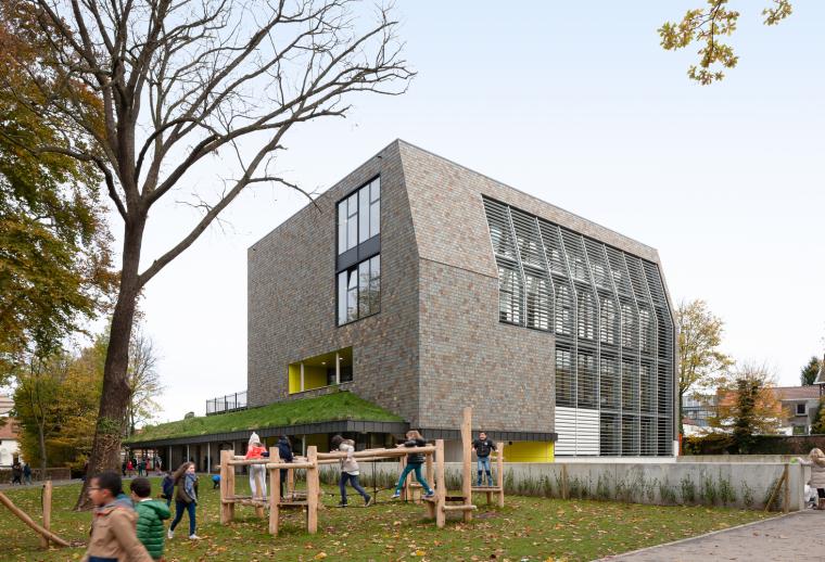 比利时公园一角的学校