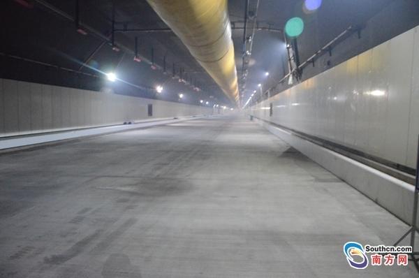 港珠澳大桥海底隧道照明、消防、装饰等附属工程安装完成
