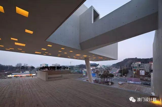 打破陈规的新式建筑,于城市中开放的观景台_6