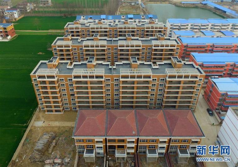 河南太康一小学内建10栋违建别墅,截止目前已被拆除4栋!