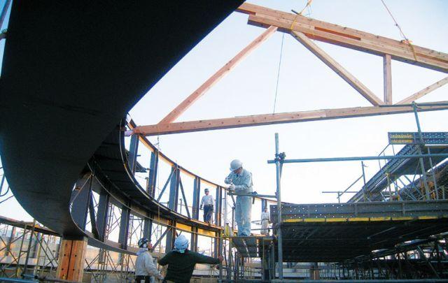 直径44m的半圆形和伞构造支撑起多雪地区的屋顶_13