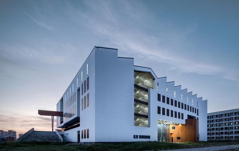 安徽大学艺术与传媒学院美术楼.jpg