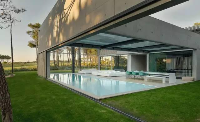 把屋顶设计成空中泳池,只有鬼才,才敢如此设计!_8