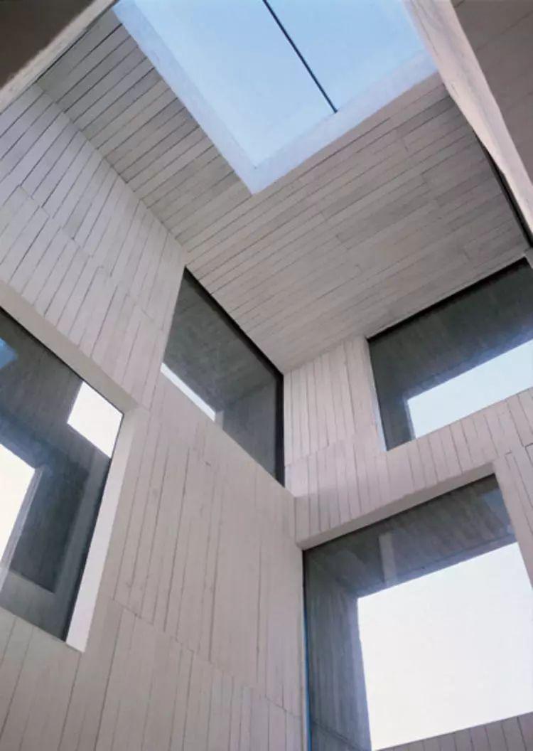 这个智利建筑事务所设计房子,几乎像是一场方形、圆形或其他元素_16