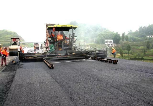 高速公路沥青混凝土路面上面层关键施工试验控制技术