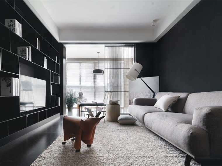 124m²木与黑白灰平衡的居住空间
