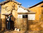 他把牛棚改成300㎡别墅,只为给大6岁老婆一个家!