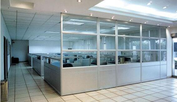 在刚装修完的办公室办公要注意这些隔断是否安全