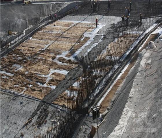 [QC成果]提高大坡度条件下无顶模混凝土浇筑质量