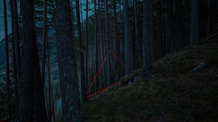 山谷和森林间的光束装置-lucid-film-3hund-desingboom-08