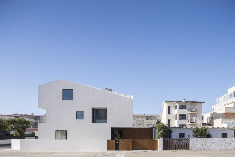 葡萄牙八立面白色小屋