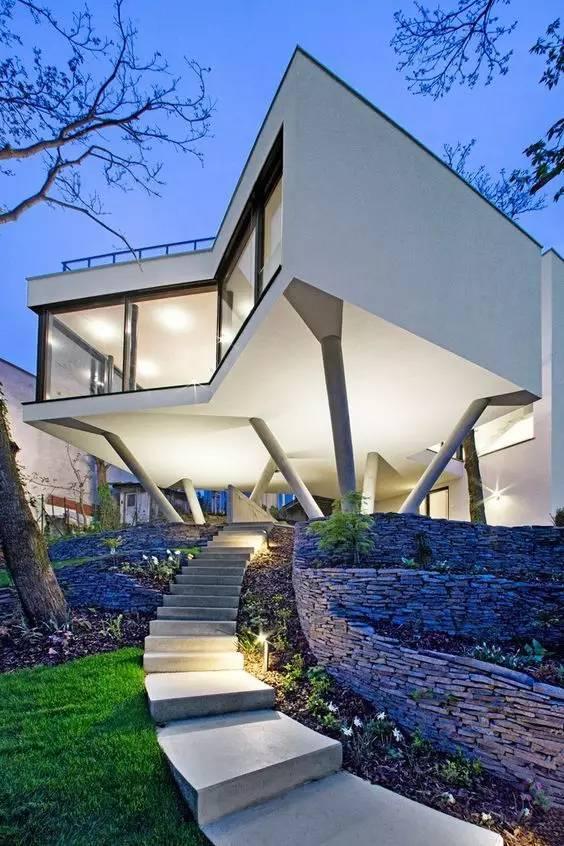 从后现代主义建筑兴起分析国外大师如何设计别墅