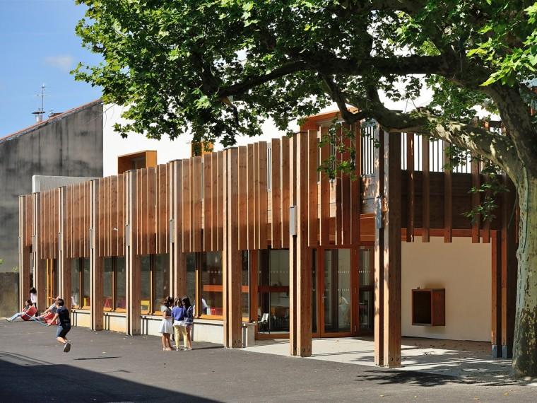 法国夯土砖墙幼儿园
